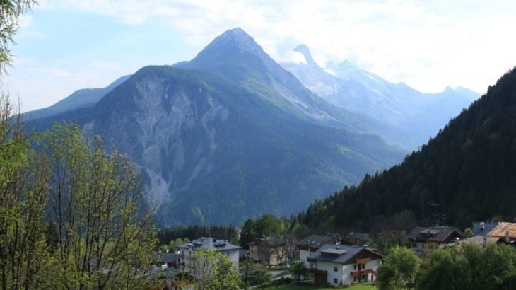 イタリア ドロミテ地方で絶景の山々と湖を巡る旅をしよう