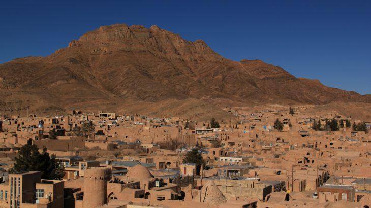 おそらくほとんど知られていない美しい砂漠の町「ヌドシャン」を経由して、イスファハーンへ