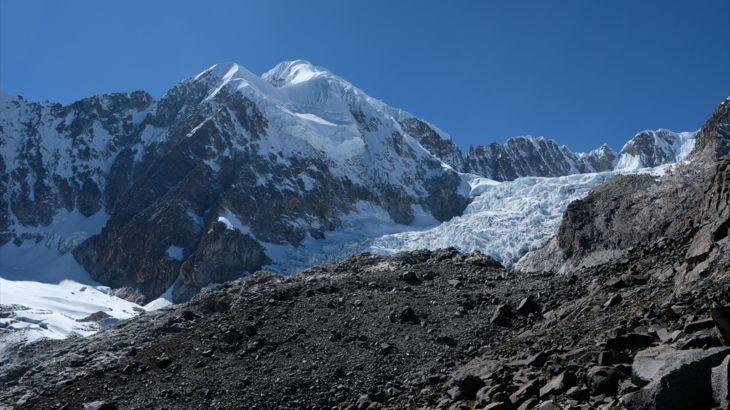 [ボリビア] ソラタから1泊2日で行けるトレッキング 氷河が流れ落ちるラグーナへ