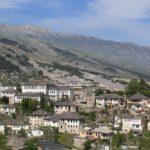 [アルバニア] 博物館都市ジロカストラ 世界遺産の「石の街」へ
