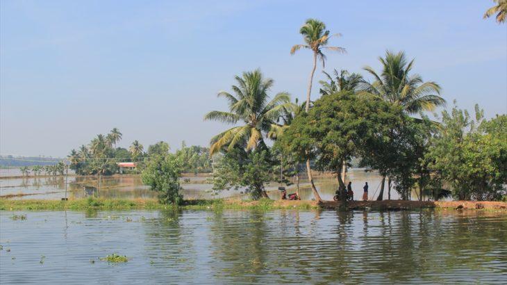 [インド] 南インドの旅を思い出してみる(2) バックウォーターの街アレッピーとバルカラの美しいビーチ